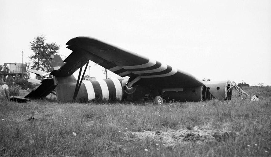 Horsa glider near Pegasus