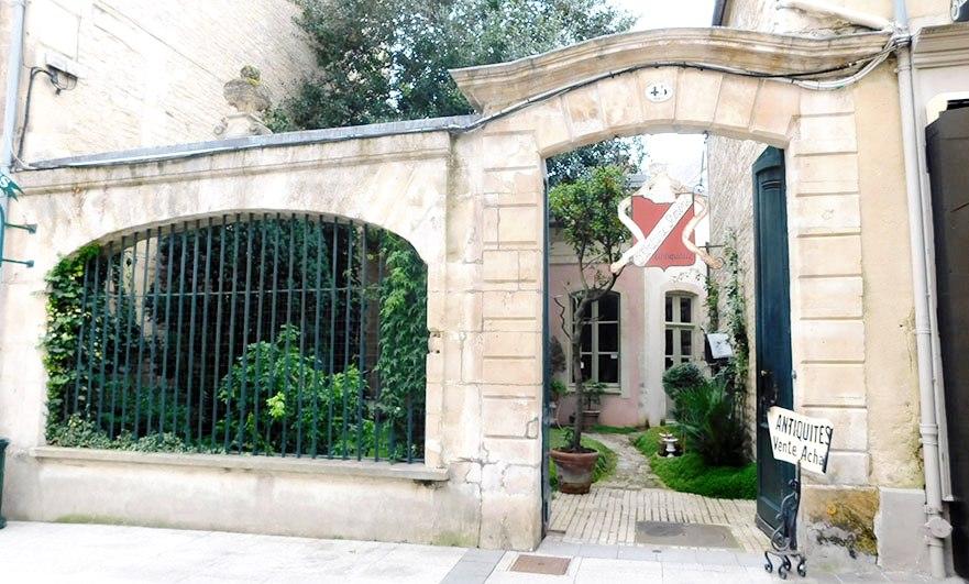 Antiquités Fontaine on Rue Ecuyere