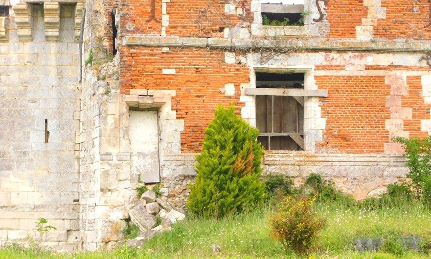 Ruins of chateau de Houlbec