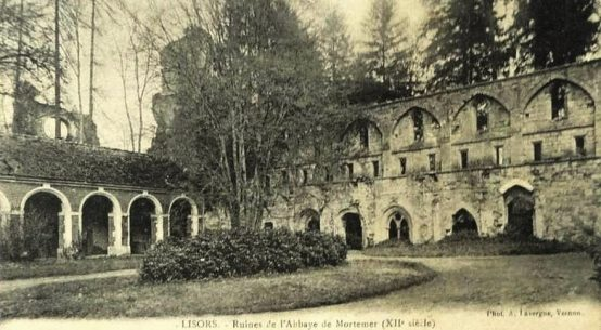 black and white postcard of Abbaye de Mortemer wall of the